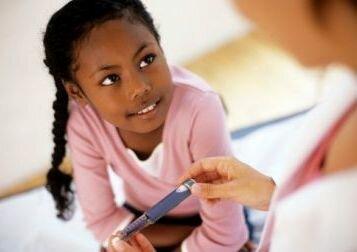 Дети с сахарным диабетом должны поддерживать гликированный гемоглобин на уровене <7,5%